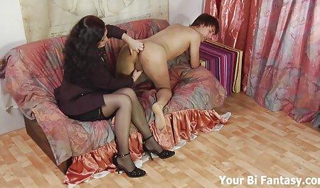 Los mujeres tetonas y culonas desnudas dedos de la paz de sassy fresco